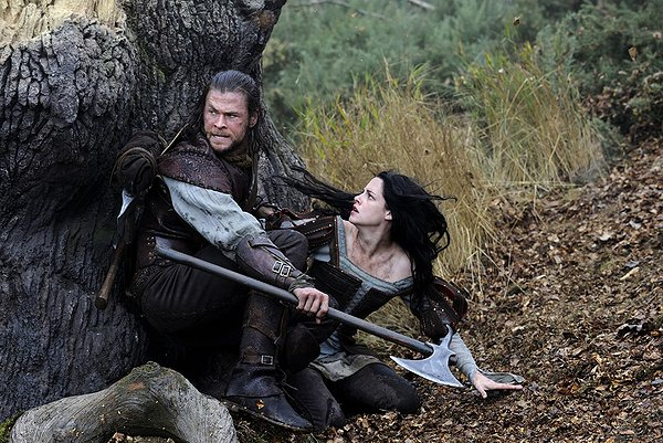 snow-white-huntsman-movie